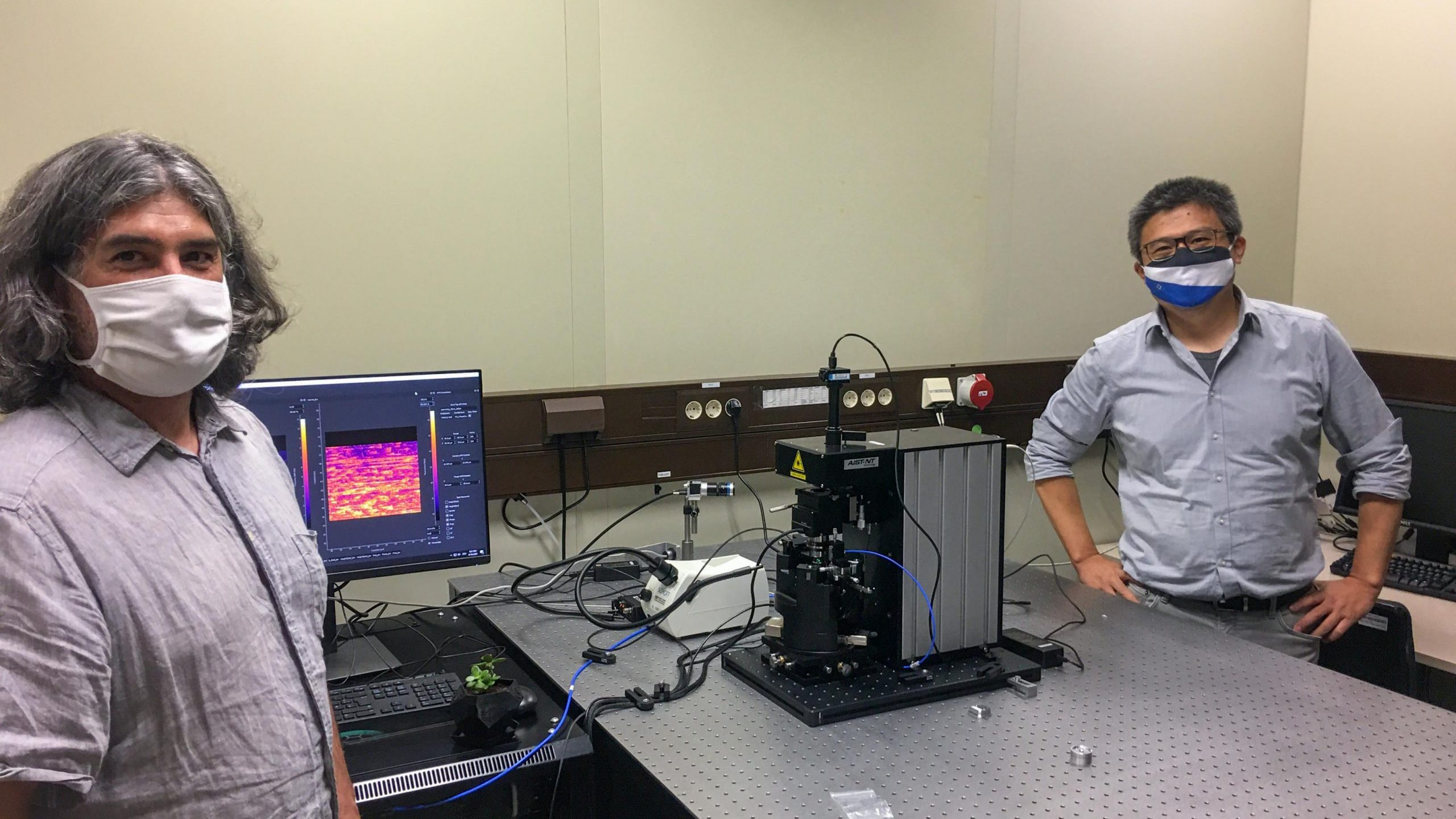 Dr. Hai Zhong with Dr. Xavier Vidal in the lab installing the new ProteusQ